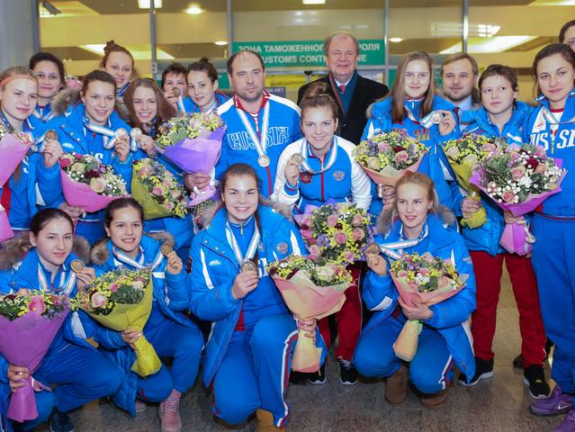 Женская сборная по хоккею вернулась в Москву