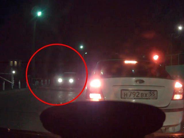Омские автоинспекторы назвали видеозапись с самым злостным нарушением года