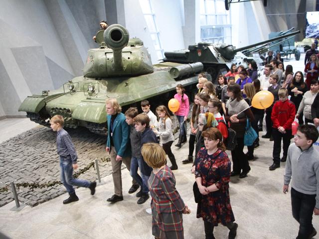 """""""Комсомолка"""" подарила отличникам экскурсию в новый Музей Великой Отечественной войны"""