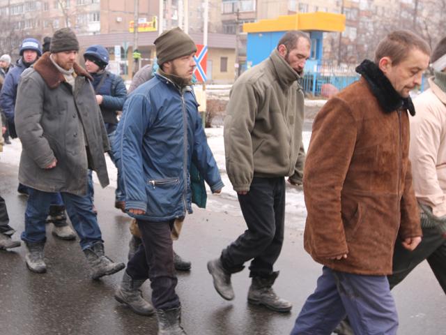 Пленных «киборгов» прогнали по Донецку, а погибших вернули домой