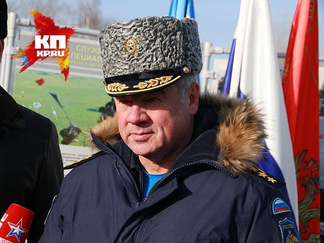 Главнокомандующий ВВС России генерал-полковник Виктор Бондарев на авиашоу в Барнауле (24 января 2015 года)
