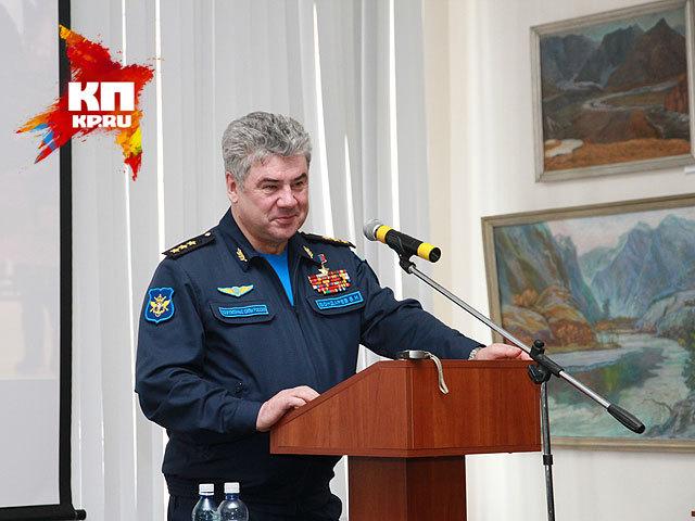 Главнокомандующий ВВС России генерал-полковник Виктор Бондарев встретился с выпускниками БВВАУЛ в Барнауле (24 января 2015 года)