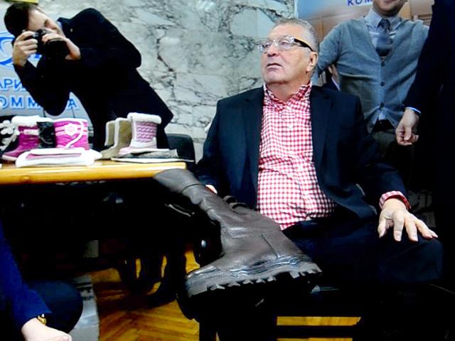 Владимир Жириновский поменял итальянские ботинки на отечественные сапоги