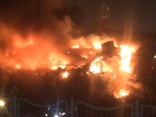 На юго-западе Москвы горит здание Института общественных наук