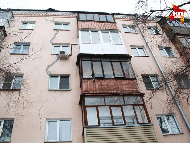 На проспекте Ленина в Нижнем пятиэтажка дала трещину