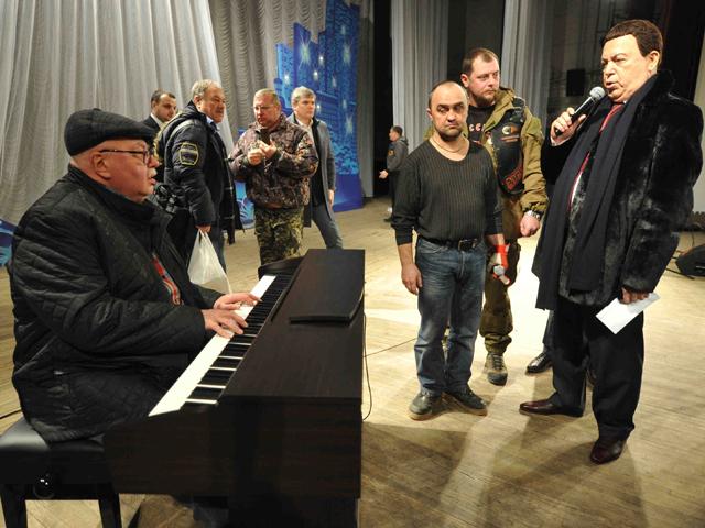 Репетиция Иосифа Кобзона перед концертами в Луганске