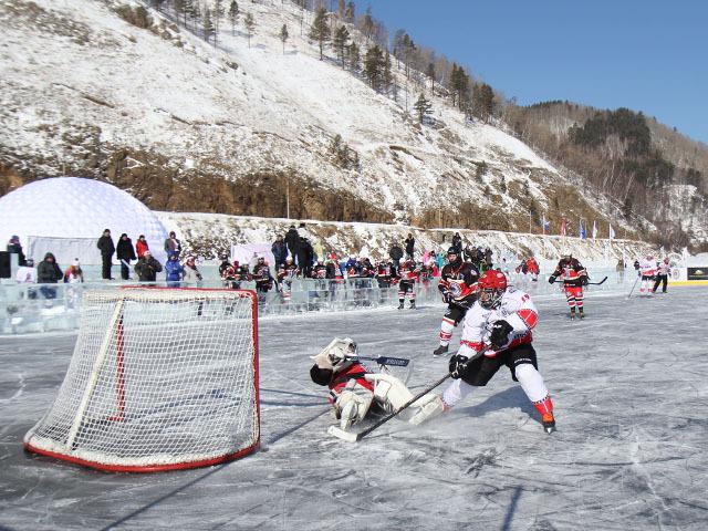 """""""Звездный уик-энд"""" НХЛ на Байкале: легенды хоккея и артисты сыграли на льду озера"""