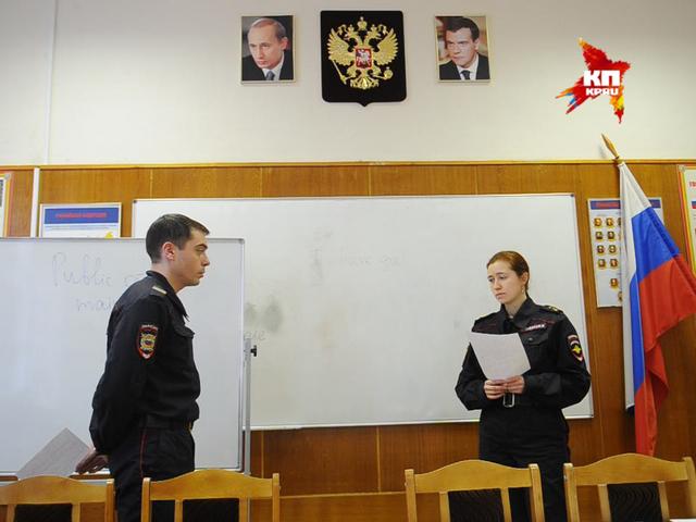 Туристическую полицию Москвы обучают английскому языку
