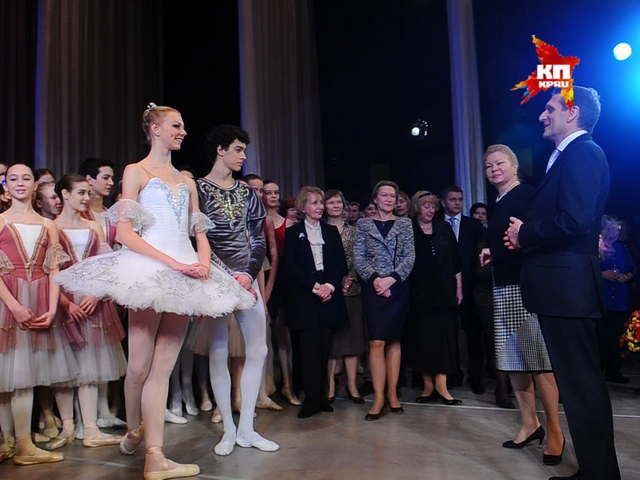 Сергей Нарышкин поздравил с 8 марта юных балерин