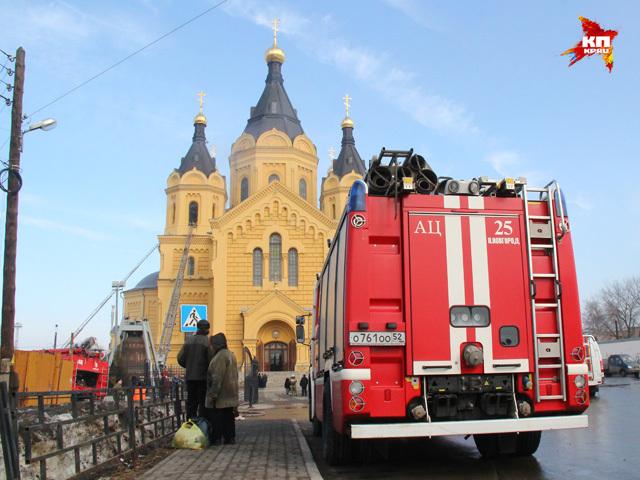 Пожар на колокольне собора Александра Невского: пострадавших нет