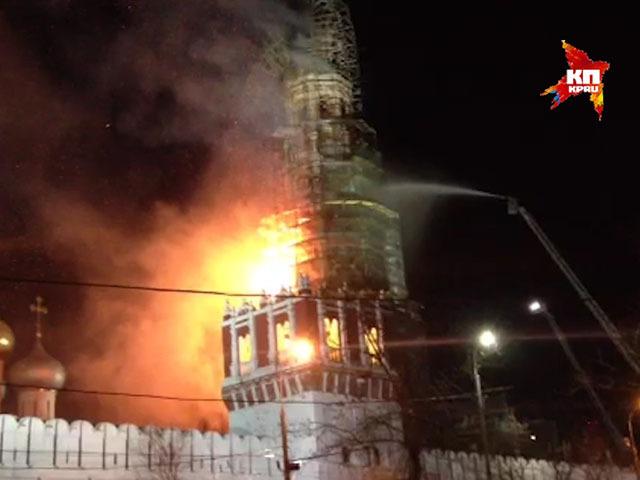 На территории Новодевичьего монастыря произошло возгорание строительных лесов