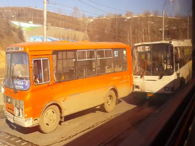 На Молитовском мосту в Нижнем Новгороде произошло массовое ДТП