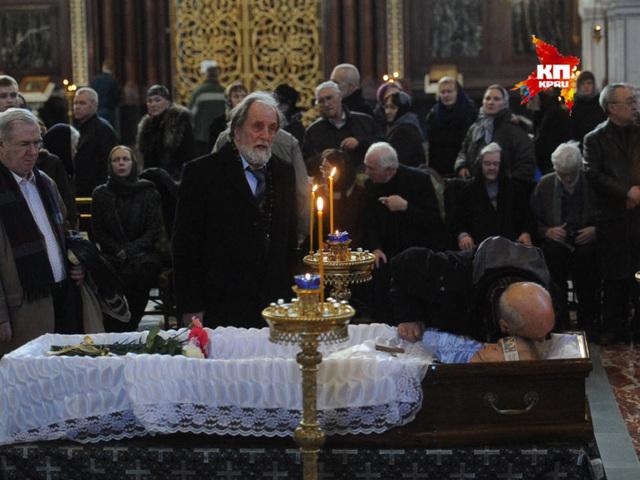 В храме Христа Спасителя простились с Валентином Распутиным