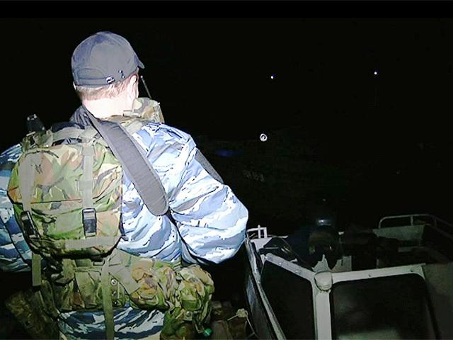 Под Астраханью браконьеры чуть не перевернули лодку полицейских
