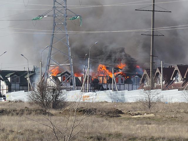 В Советском районе Волгограда горит таунхаус