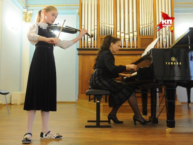 Мария Максакова поможет с учебой юным музыкантам из Донецка