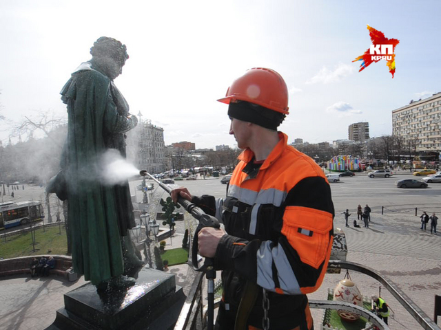 В Москве подготовили памятник Пушкину к весне