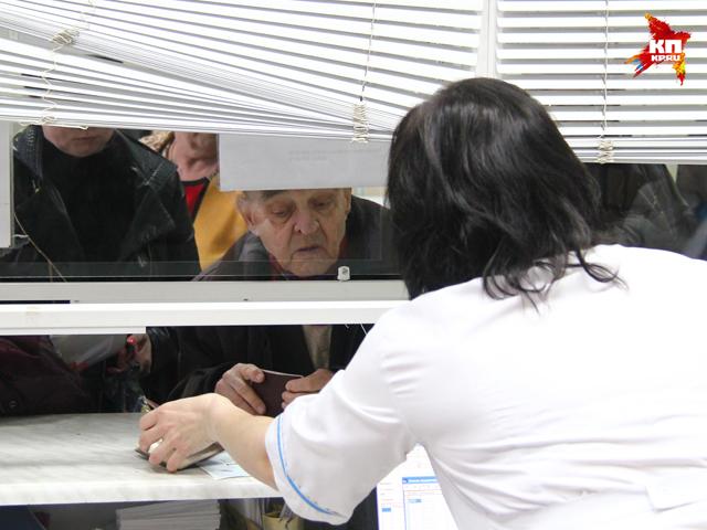 Жители Дзержинска неделями стоят в очередях за талонами к дантисту