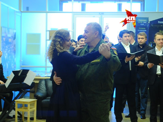 Владимир Жириновский станцевал вальс Победы