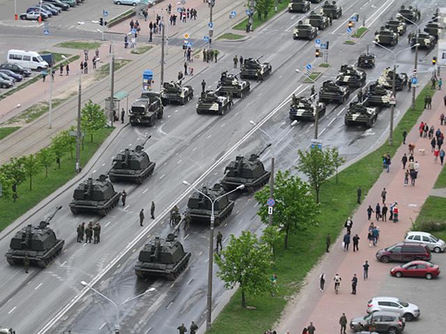 Репетиция военного парада в Минске парализовала движение в городе