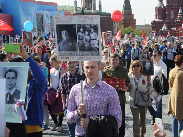 Шествие «Бессмертного полка» по Красной площади