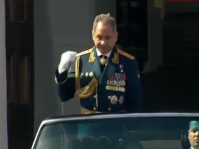 Министр обороны Шойгу перекрестился перед Парадом
