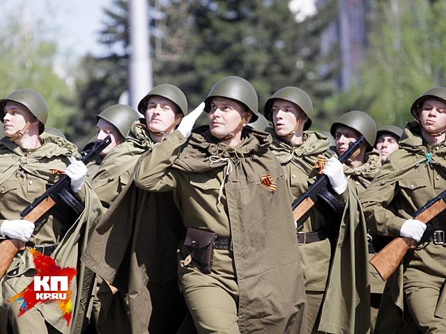 Парад на барнаульской площади Советов в честь 70-летия Победы
