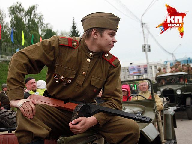 Реконструкция взятия Рейхстага в Барнауле на 70-летие Победы