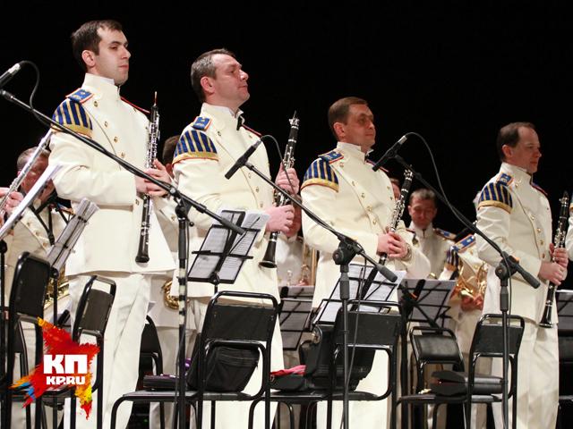 Выступление Президентского оркестра на праздновании 70-летия Победы в Барнауле