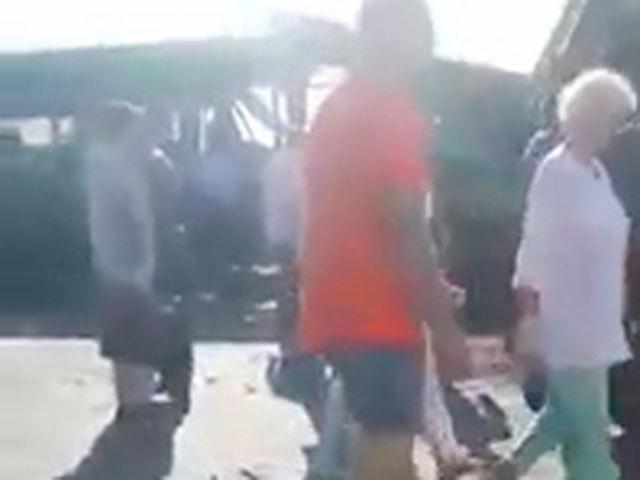На место аварии прибыли спасатели, медики, полиция... В стороне от беды не остался никто