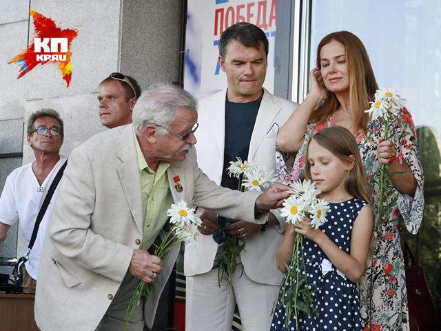 Шукшинский кинофестиваль стартовал в Барнауле с ромашек и плясок