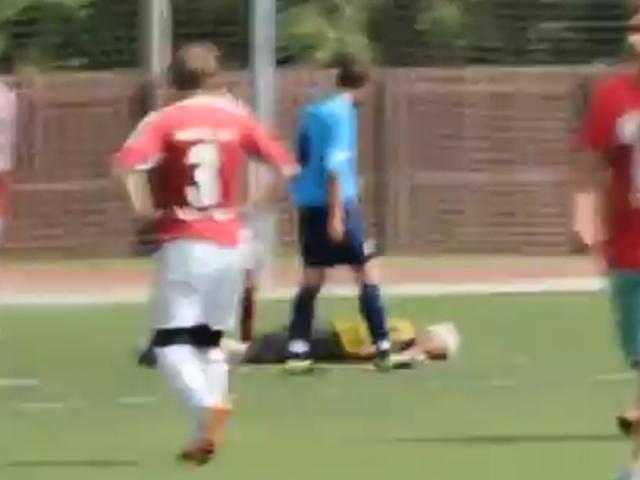 Футбольный матч в Порхове завершился массовой дракой игроков и травмой арбитра