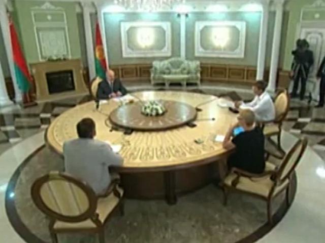 Президент Беларуси дает интервью представителям негосударственных средств массовой информации
