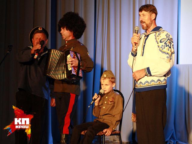 Внук Михаила Евдокимова спел в алтайском селе Верх-Обское