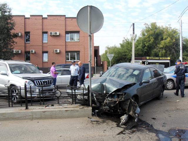 Водитель внедорожника Land Cruiser устроил аварию с тремя машинами в центре Иркутска