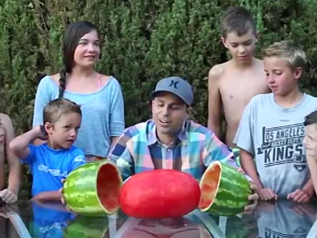 Фокус с арбузом, от которого ваши дети будут в восторге