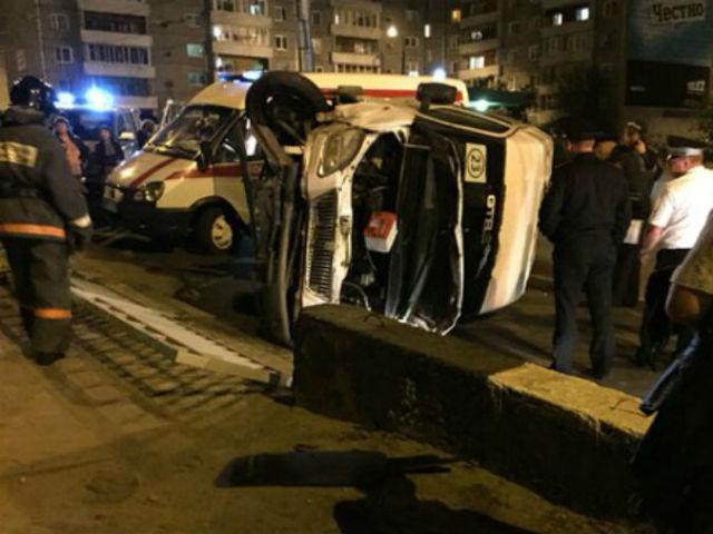 Маршрутка с пассажирами перевернулась в Иркутске