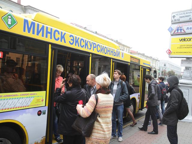В столичном автобусе приятным женским голосом читают лекцию об истории Минска