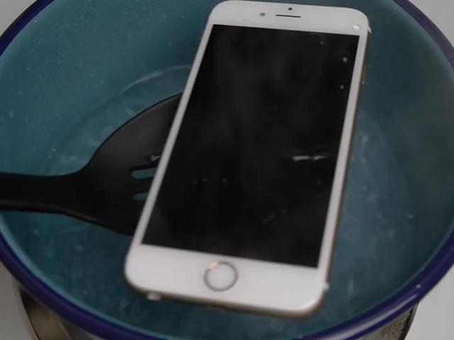 iPhone 6s работает даже после купания в кипятке!