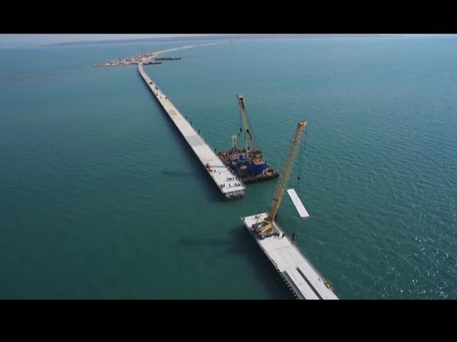 Завершено строительство первого рабочего моста через Керченский пролив