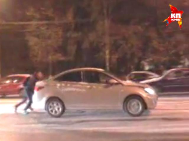 В Нижнем автомобилистам на летней резине пришлось возвращаться домой по льду