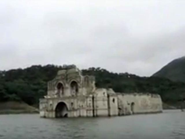 В Мексике из-под воды выросла средневековая церковь