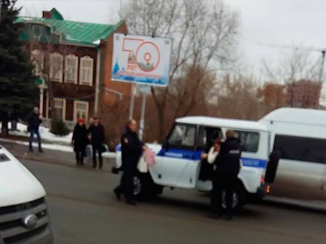 ДТП с полицейским уазиком в центре Омска