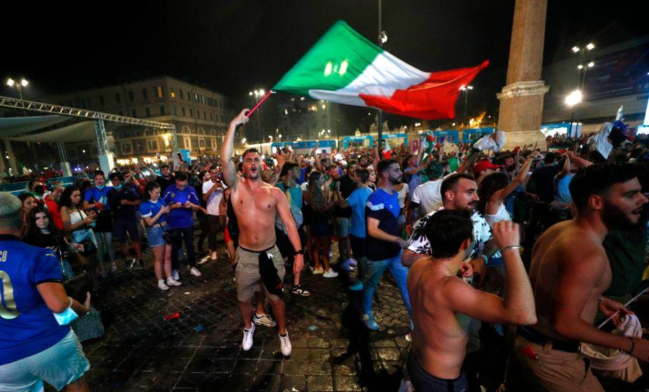 Болельщики сборной Италии торжествуют. Фото: Reuters