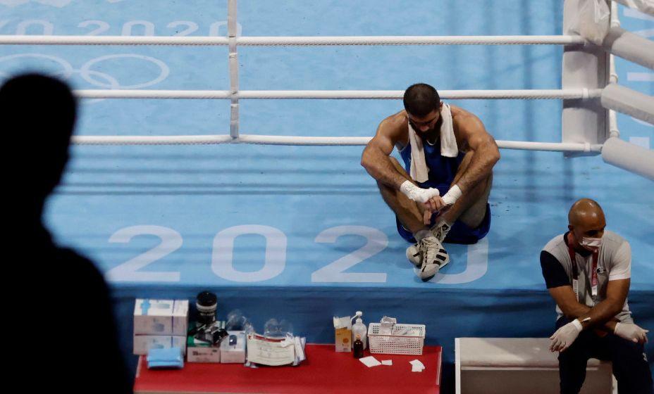 Боксер Мурад Алиев отказался покидать ринг в знак протеста. Фото: REUTERS