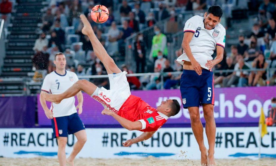 Россия оказалась сильнее США в стартов матче ЧМ по пляжному футболу. Фото: bsrussia