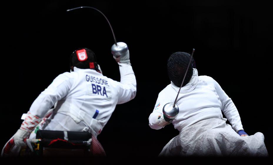 Александр Кузюков (справа) обыграл бразильца и стал золотым медалистом Паралимпиады. Фото: Reuters
