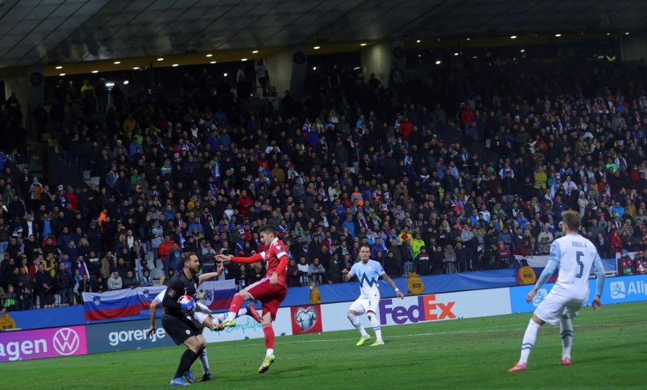 Болельщик сборной России переживали за команду в Мариборе, а один из любителей футбола даже пострадал. Фото: РФС